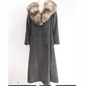 Vintage fur collar wool llama coat
